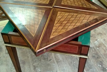 "Restauration d'une table à jeux ""Louis XVI"""