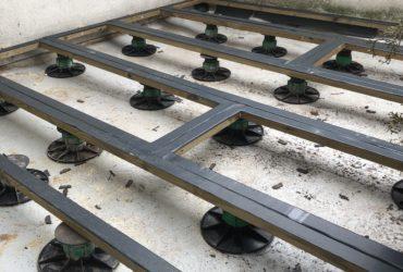 2/4 Un cadre en lambourdes pour assurer l'étanchéité